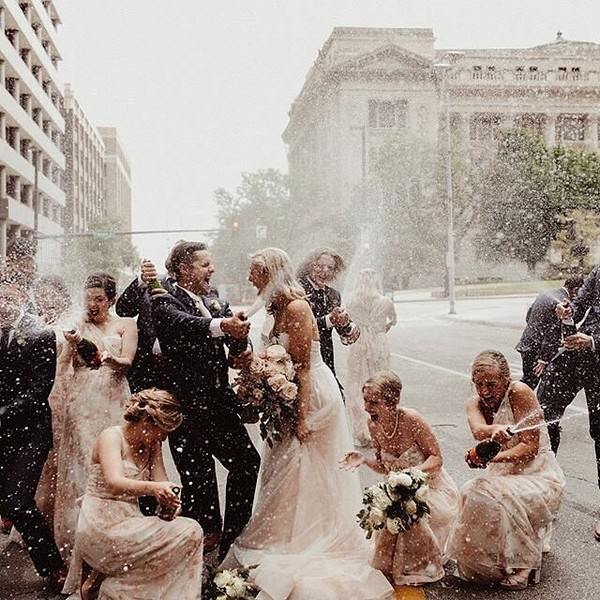 Wedding Photo Ideas with Bridesmaids and Groomsmen