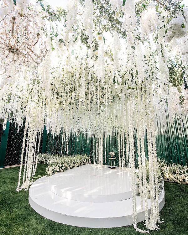 Luxury wedding ceremony and reception decor ideas