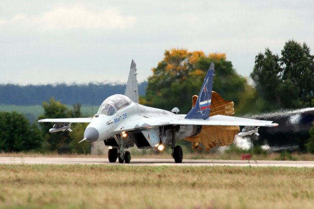 MiG-35 landing