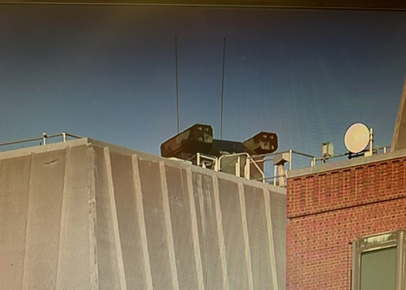 """""""Mystery"""" missile battery spotted on roof of building across street from White House"""