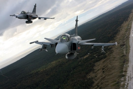 Swedish Air Force Meets Its Mach With Biofuel Testing