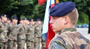 chef de groupe de la 2e batterie du 68eRAA qui s'apprête à poursuivre la Marche de la Victoire de Bourgoin-Jallieu jusqu'à Chalon-sur-Saône.