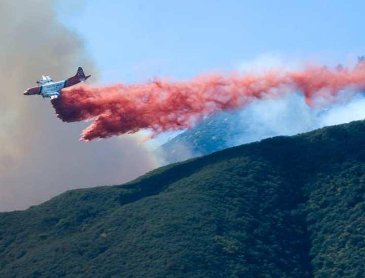 P-3 Orion drops fire retardant