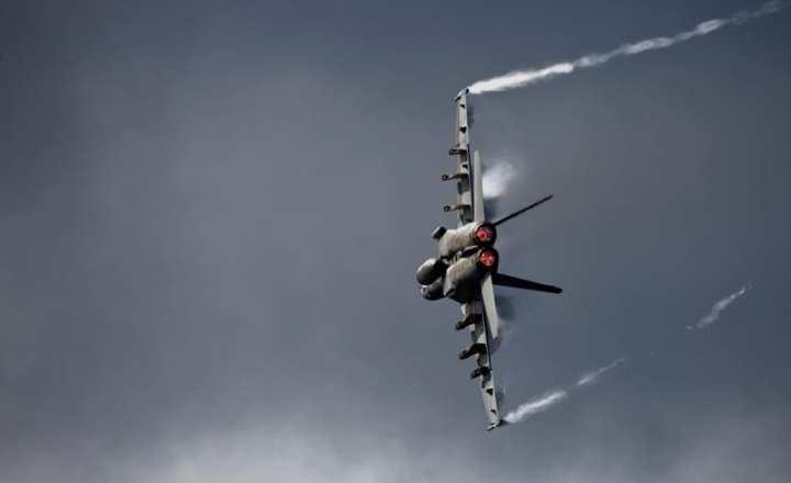 Super Hornet turns and burns