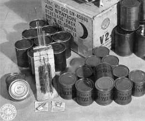 P-38 Can Opener With C-Rations