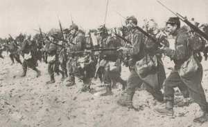 French WWI bayonet charge