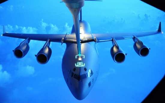SAC C-17 refuels