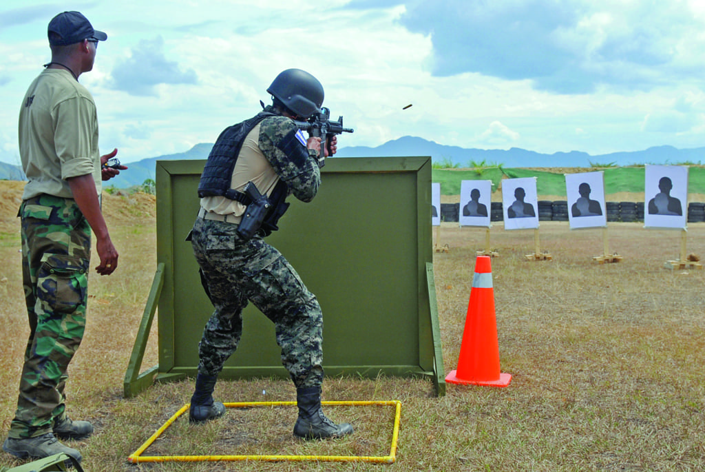 Fuerzas Comando: To Be the Best of the Best | Defense Media