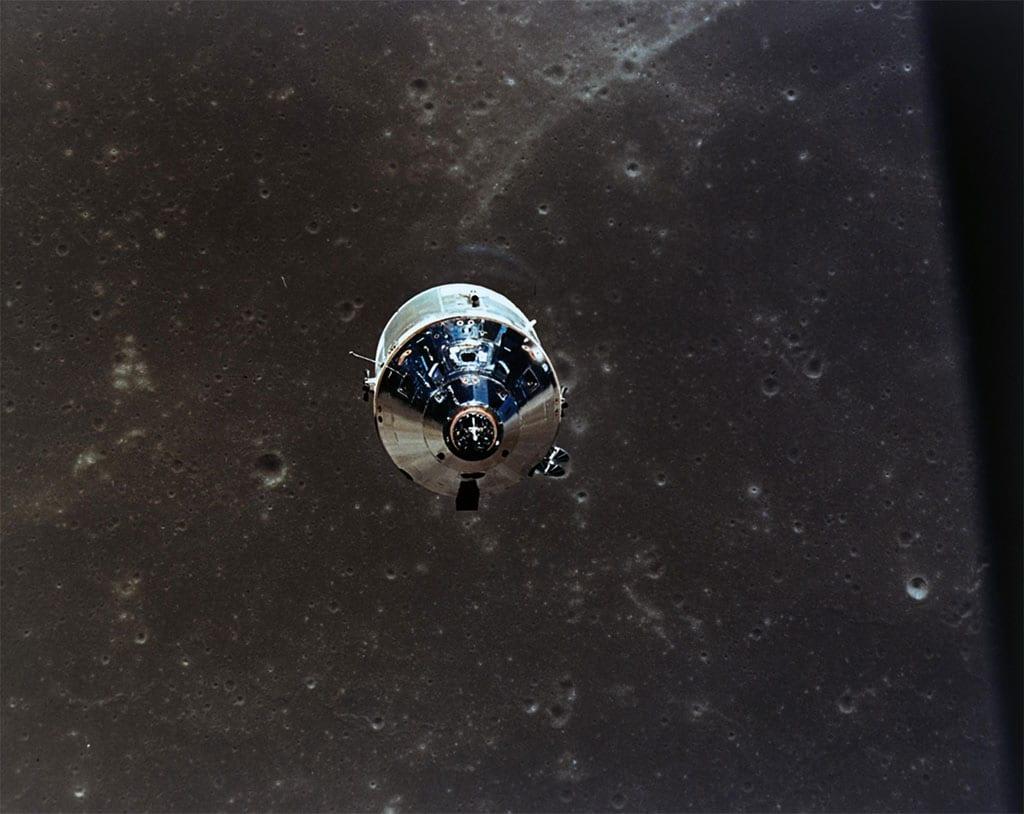 CM Apollo II moon