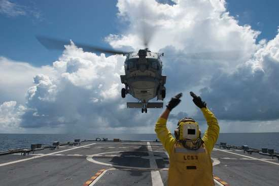 MH-60R Deck Quals Aboard USS Fort Worth (LCS 3) | Video
