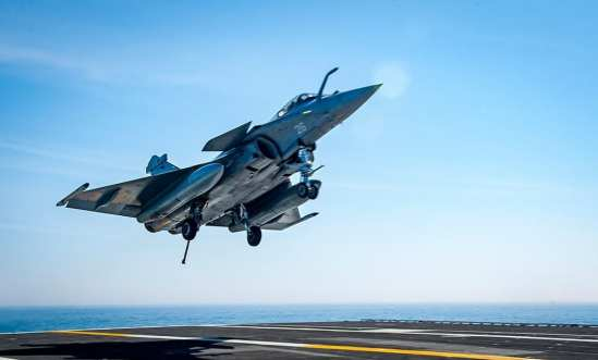 French Naval Aviators Fly from USS George H.W. Bush | Video