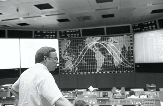 Tommy Holloway in Mission Operations Control Room ISS web