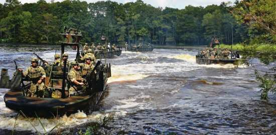 Cmdr. Gary Ryals, outgoing commander of Special Boat Team 22, John C. Stennis Space Center, Mississippi, departs his change-of-command ceremony via a simulated hot extraction utilizing a Special Operations Craft-Riverine boat