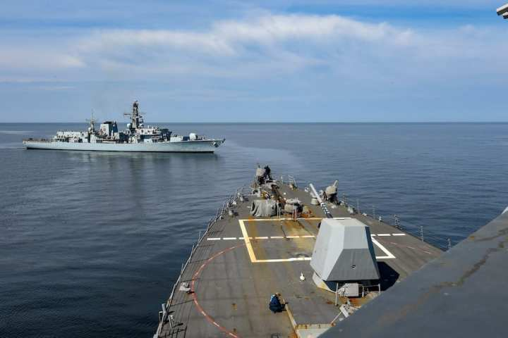 The guided-missile destroyer USS Gravely (DDG 107) and the Royal Navy frigate HMS Westminster (F 237) conduct a towing approach exercise while transiting the Baltic Sea. (U.S. Navy photo by Mass Communication Specialist 2nd Class Mark Andrew Hays/Released)