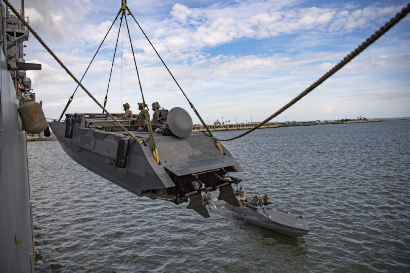 East Coast Naval Special Boat Team lift a Combat Craft Assault with amphibious dock landing ship USS Carter Hall (LSD 50)