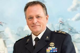 Portretfoto van luitenant-generaal Frank van Sprang