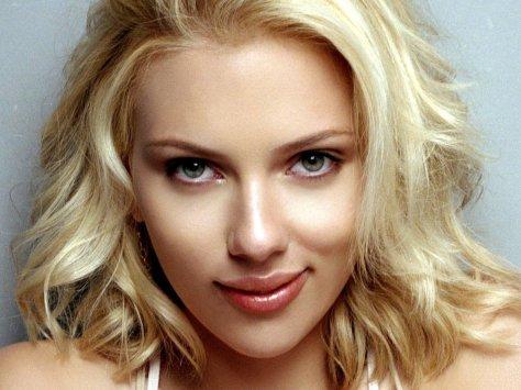 Scarlett Johansson op de zetel