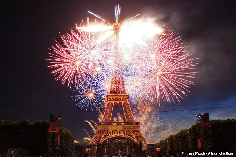 EIffel tower fire works
