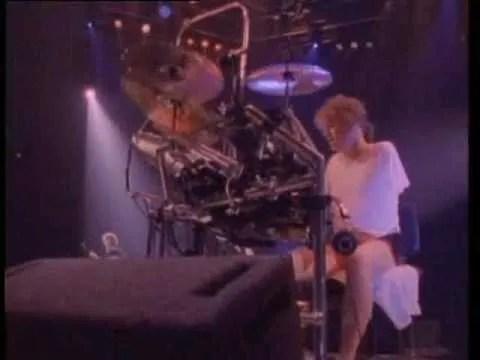 Def-Leppard-Pour-Some-Sugar-On-Me-video-rick-allen