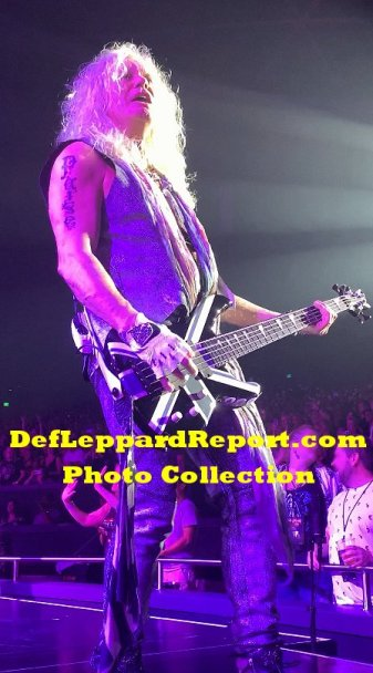 Def Leppard Zappos live Rick Savage