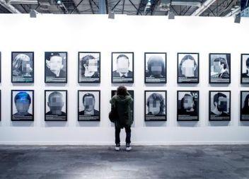 ARCO retira una obra d'un artista sobre els presos polítics