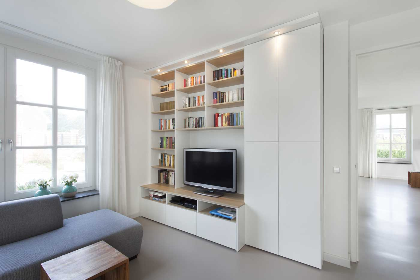 de graaf vlaardinge tv meubel op maat gemaakt eiken natuur met wit