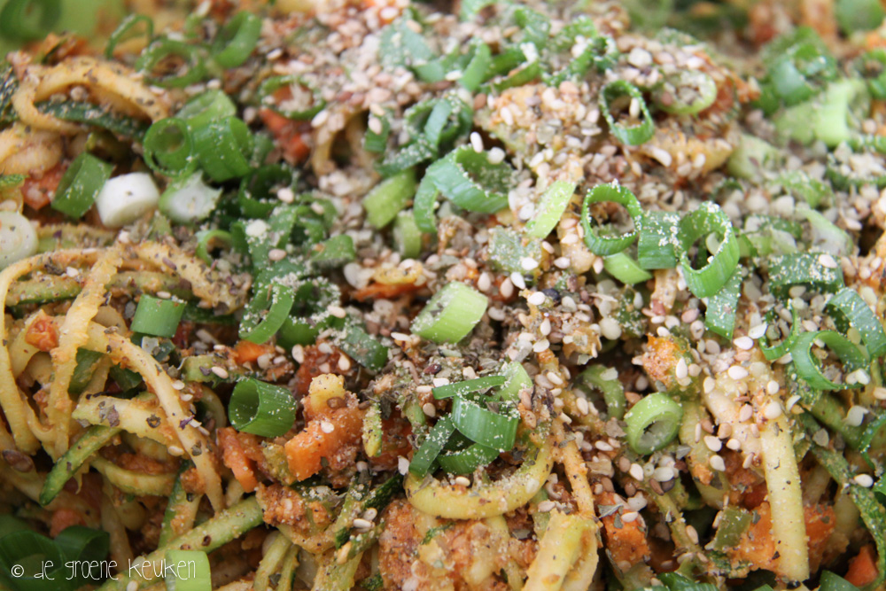 Courgettenoedelsalade