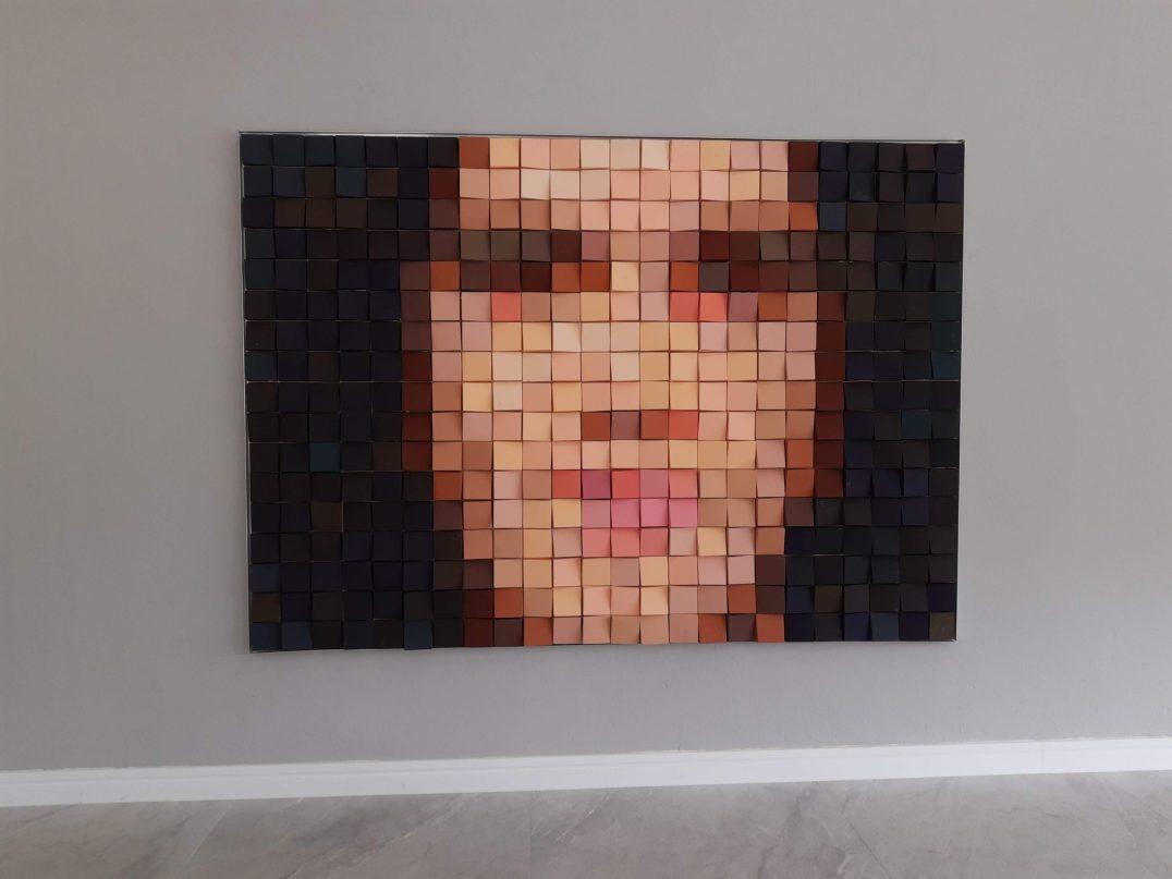 Meme de Caetano Veloso: painel tem 425 peças 3D Tile Mini Square, de 10x10 cm, com mais de 40 cores diferentes