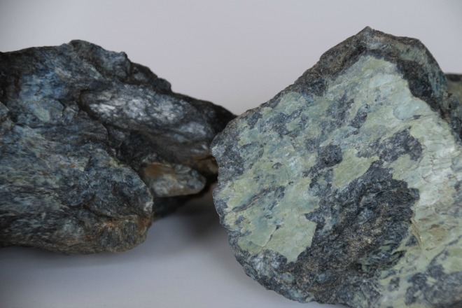 how to identify rock samples