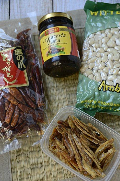 ingrediënten- sambal -goreng- teri- tempé