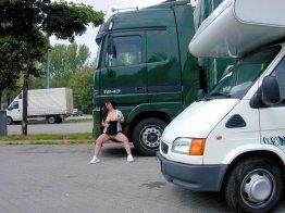 versaut-auf-dem-parkplatz-02