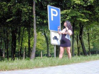 versaut-auf-dem-parkplatz-20