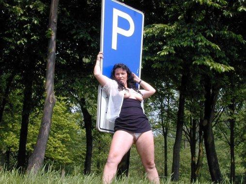 versaut-auf-dem-parkplatz-21