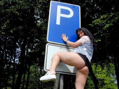 versaut-auf-dem-parkplatz-23