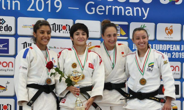 Mireia Lapuerta medalla de bronce