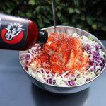 coleslaw met Dekker hot sauce smokey jalapeno
