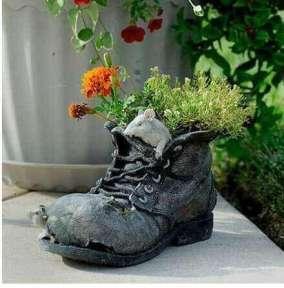 eski-cizme-ve-ayakkabilardan-saksi-yapimi