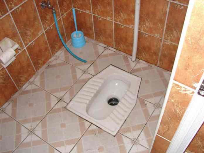 Sararmış tuvalet taşı nasıl temizlemek