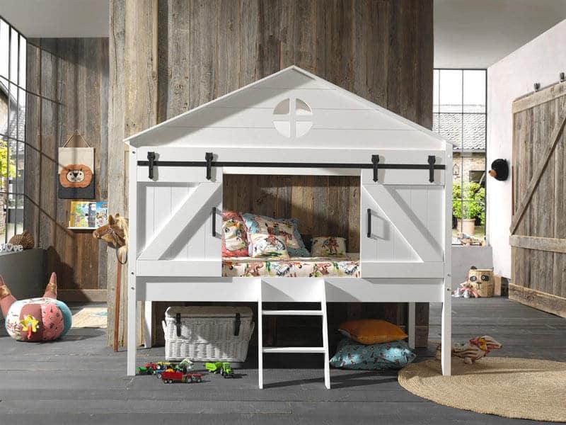 lit cabane dans une chambre enfant