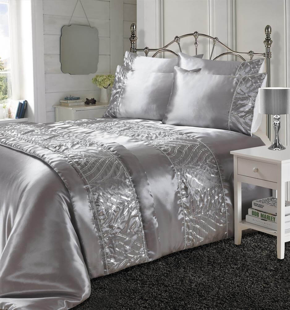 Luxurious Shimmer Duvet Cover Set With Soft Black Faux