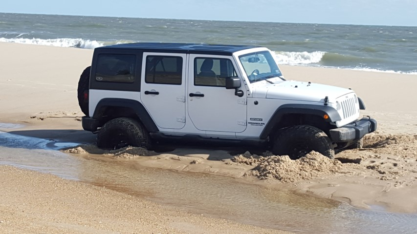 jeep stuck in sand, swails, tide pools, delaware beaches, sussex county, don't be this guy, air down