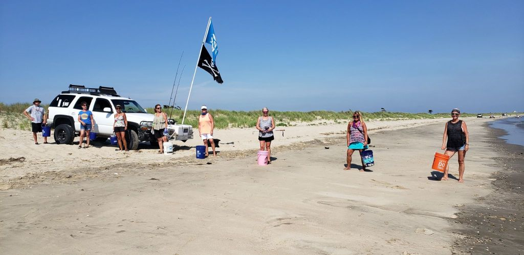 beach clean up, litter, pollution, beach plum island state park