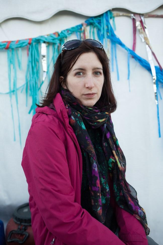 """Ayesha Keller (26) aus Schottland hat daheim alles aufgegeben und baut die NGO """"Better Days For Moria"""" auf: """"Es sind hier alles Menschen, keine Massen. Zu Hause konnte ich fast nicht mehr aufstehen, ich musste helfen."""""""