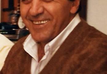 Mi tío Pepe y su sonrisa unas Navidades hace varias décadas...