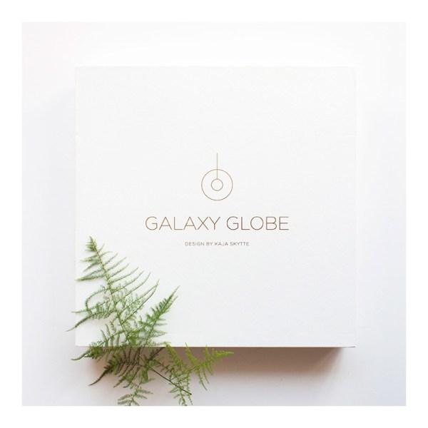 Móvil colgante Galaxy de Kaja Skytte simple de un sólo aro.
