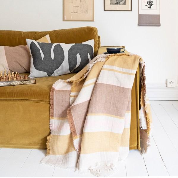 estilismo con la manta Sezim de Brita Sweden