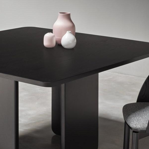 mesa de comedor arq cuadrada en negro
