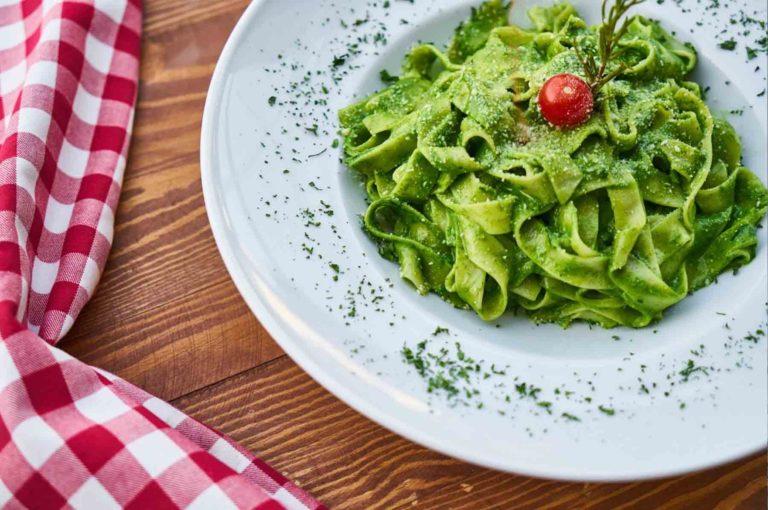 pasta-spinazie-met-avocadosaus