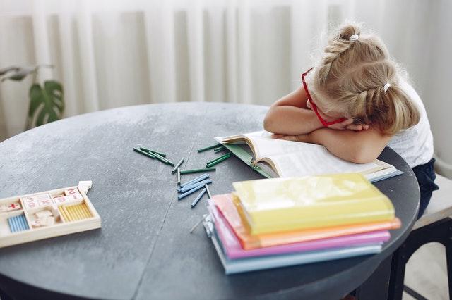 5 manieren om kinderen te helpen die uitstelgedrag vertonen