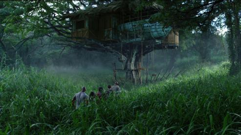 vanessa-hudgens-and-josh-hutcherson-in-journey-to-the-mysterious-island-(2012)